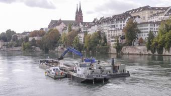 Rheinbagger unter Mittlerer Brücke