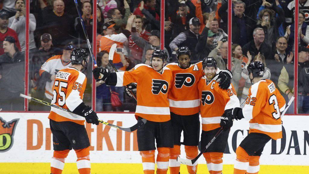 Mark Streit (ganz rechts) befindet sich mit den Philadelphia Flyers weiter auf Kurs Richtung NHL-Playoffs
