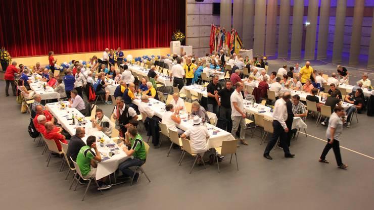 Rund 200 Gäste nahmen an der Jubiläumsfeier in der Stadthalle Dietikon teil.