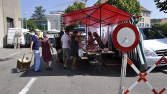 Während des Wochenmarkts am Samstagmorgen ist die Bifangstrasse für den Verkehr gesperrt. Das will der Stadtrat künftig vermeiden.