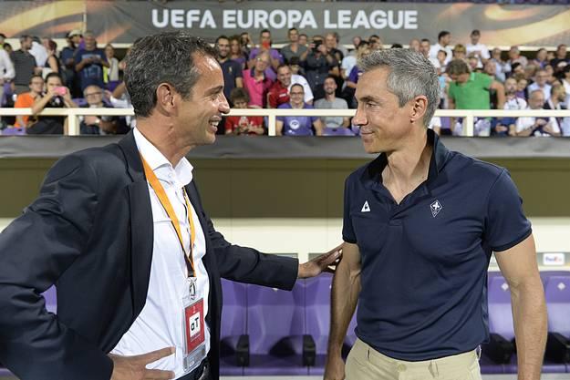 Auch Bernhard Heusler freut sich sichtlich den Ex-Trainer wiederzusehen.