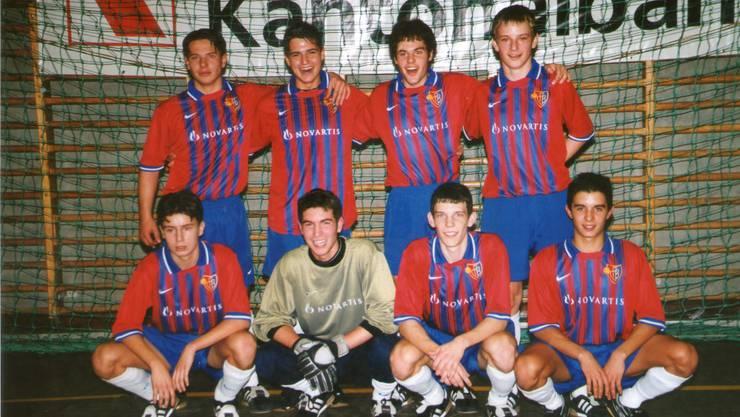 Oben ganz rechts, das war der Ivan Racitic beim FC Basel