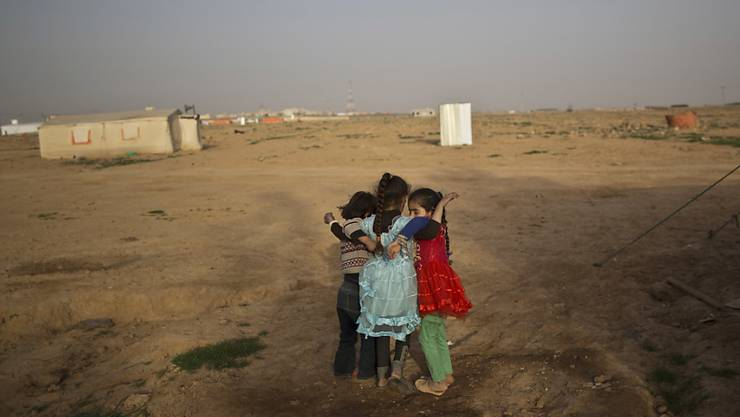 Syrische Mädchen beim Spielen in einem Flüchtlingslager in Jordanien. Viele geflüchtete Kinder müssen arbeiten, damit ihre Familien überleben können (Archivbild).