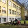 Das Schulhaus Rothbleicherain soll zusätzliche Klassenzimmer erhalten und erdbebensicher gemacht werden.