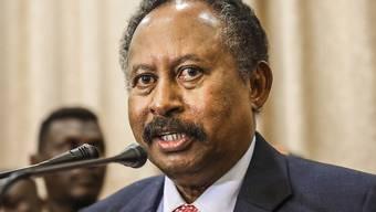 Der sudanesische Regierungschef  Abdalla Hamdok hat einen Anschlag überlebt. Sein Konvoi wurde auf dem Weg in sein Büro angegriffen. (Archivbild)