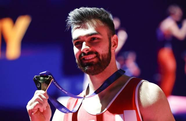 Oliver Hegi mit seiner Goldmedaille.