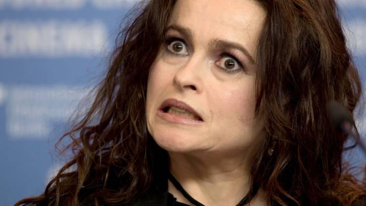 Anstatt ihre eigenen Zähne zu zeigen, würde die britische Schauspielerin Helena Bonham Carter lieber einmal ihre Gebiss-Sammlung ausstellen.