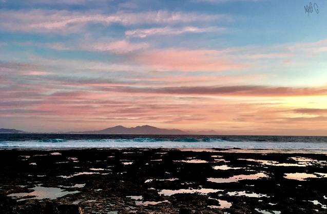 Sonnenaufgang in Corralejo, Fuerteventura  Blick auf Lanzarote