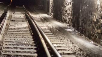 Ein mutiger Passant brachte den Betrunkenen beim Tunneleingang in Sicherheit (Symbolbild)