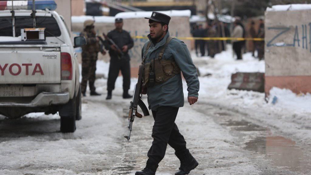 Polizei und Geheimdienst bringen in Kabul eine entführte Australierin in Sicherheit. (Symbolbild)