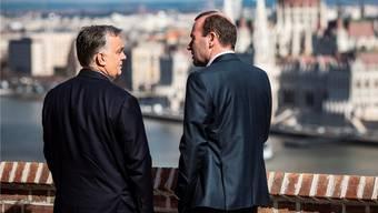 Im März empfing Ungarns Premier Viktor Orbán (l.) Manfred Weber in Budapest. Heute unterstützt er den EVP-Spitzenkandidaten nicht mehr.