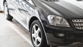 Linksextreme haben in der Kestenholz-Garage ein Auto mit Parolen besprayt. (Symbolbild)