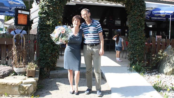 Stefan Zehnder (parteilos) gratulierte seiner Nachfolgerin Irmgard Struchen (CVP).