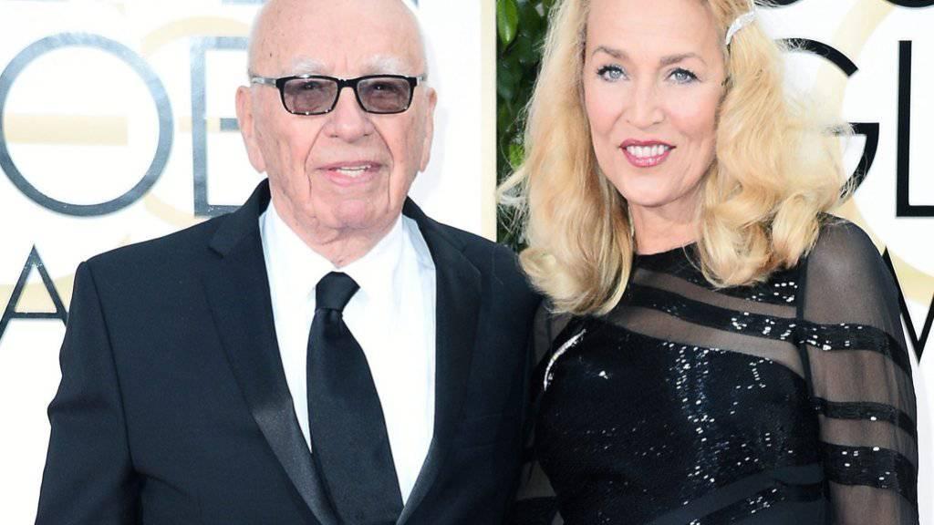 Murdoch und Hall feiern Hochzeit in Londoner Zeitungsviertel