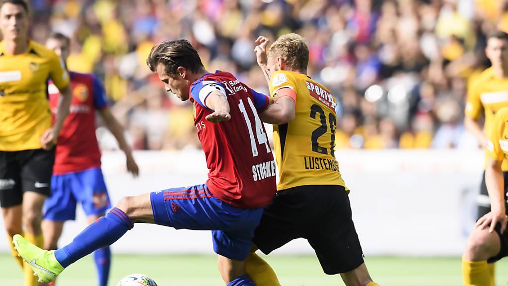 Valentin Stocker (links) kämpft gegen Fabian Lustenberger um den Ball