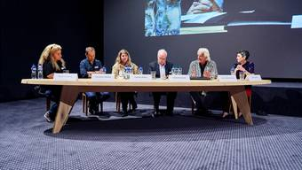 Die Podiumsteilnehmer: Barbara Gysling, Christian Höhener, Carmen Simon, Moderator Hans Fahrländer, Hanns Bachlechner und Jasmina Ritz (von links).