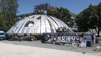 """Sicht auf das Autonome Jugendzentrum AJZ, den sogenannten """"Gaskessel"""" oder """"Chessu"""", am Mittwoch, 20. Juni 2018, in Biel. Die Kulturstötte feiert ihr 50-Jahr Jubiläum."""