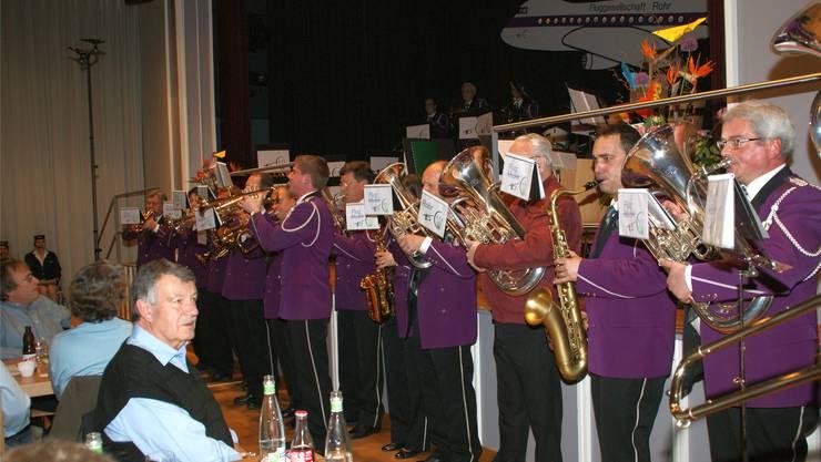 Die Musikanten feierten den 120. Geburtstag auf einer unterhaltsamen Flugreise. sih