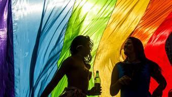 Lesbische Frauen prangern das Verhalten ihrer homosexuellen Kollegen an: Auch in der lesbisch-schwulen Community existiert Sexismus.