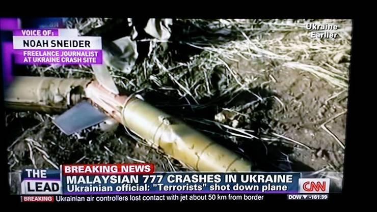 Das Bild, welches CNN gestern zeigte, soll Raketenüberreste zeigen, wie sie bei der Absturzstelle von MH17 gefunden wurden.