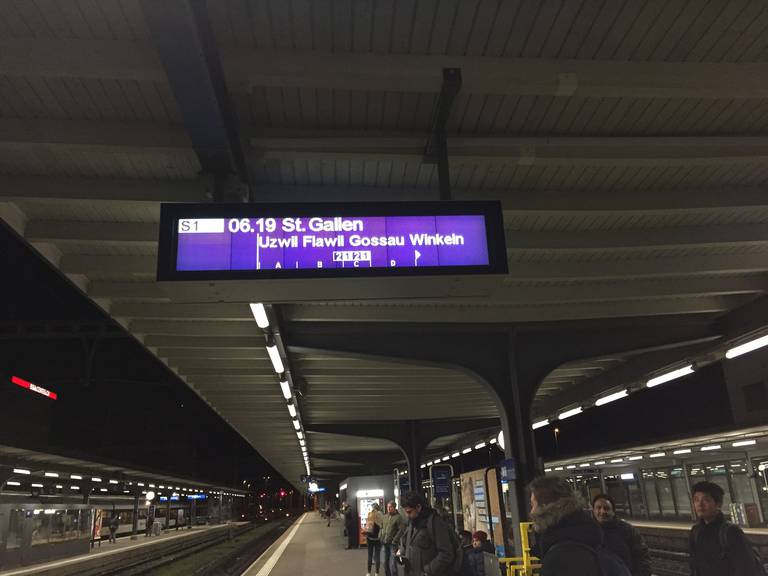 Statt um .02 fährt der Zug ab Wil neu um .19 nach (Bild: FM1Today/Dario Cantieni)