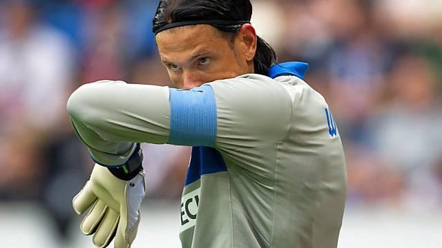 Hoffenheims Goalie Tim Wiese mit kritischem Blick.