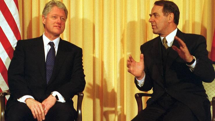 Im Jahr 2000 besuchte erstmals ein amtierender US-Präsident Davos: Bill Clinton (hier mit Bundespräsident Adolf Ogi).