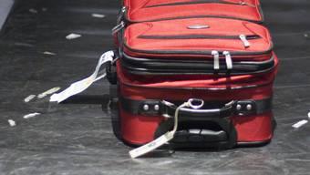 Im doppelten Boden des Gepäckstückes waren 2, 5 Kilogramm Kokain versteckt. (Symbolbild)
