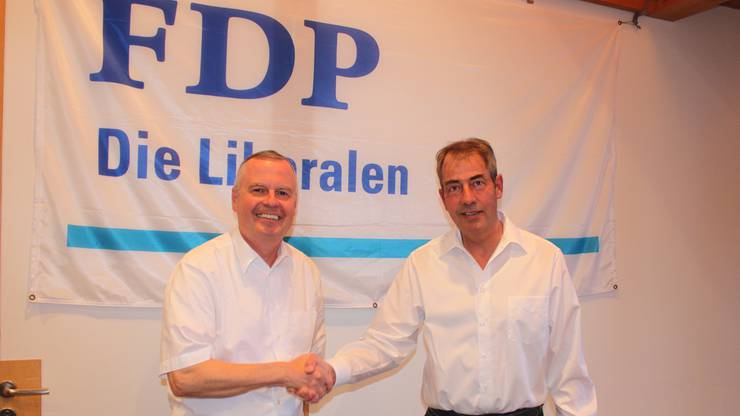 Jürg Lerch. links, übernimmt das Präsidium von Daniel Graf.