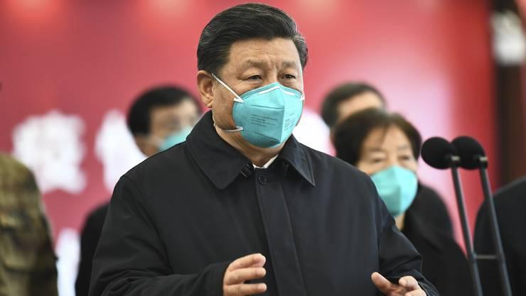 Chinas Präsident Xi Jinping besucht erstmals die am stärksten betroffene Stadt Wuhan.