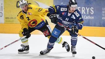 Beat Gerber (links) und der SC Bern zogen in der Valascia gegen Ambri-Piotta und Lukas Lhotak (rechts) den Kürzeren