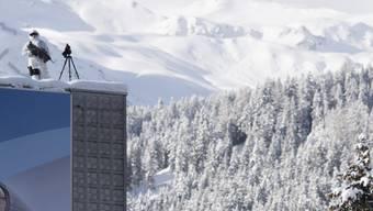 Einsatz beim Kongress Zentrum in Davos. Wie jedes Jahr gleicht Davos einer Festung: Die zwei Zufahrtswege durch das Prättigau und das Landwassertal werden kontrolliert, vier Sicherheitszonen im Ort können nur mit Bewilligung betreten werden.