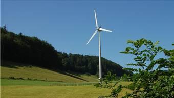 Eine kleine Turbine steht schon auf der Schwängimatt. Die Frage lautet nun, ob drei viel grössere ein paar hundert Meter westlich davon dazukommen sollen.
