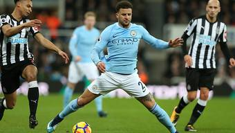 Manchester Citys Verteidiger Kyle Walker feierte mit seinem Team den 18. Meisterschaftssieg in Folge