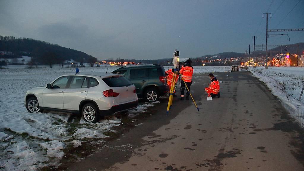 Bonstetten (ZH): Zwei Fussgänger auf Parkplatz verletzt