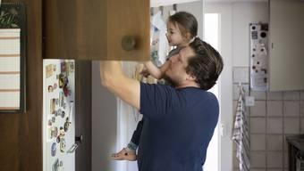 Zwei Wochen Vaterschaftsurlaub war erst der Anfang: Papis sollen noch mehr Zeit mit ihren Kindern verbringen können.