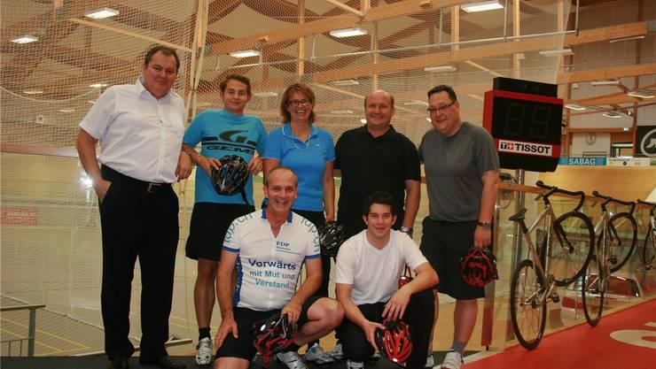 Die sportlichen Kandidaten posieren nach dem Rennen. Vorne von links: Alexander Kohli, Tobias Bolliger (JF); hinten von links: Roger Siegenthaler, Mattia Roth (JF), Karin Büttler, Peter Hodel, Marc Thommen.