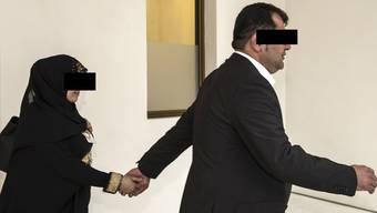 Der verurteilte Terror-Unterstützer R.S. hatte Zugang zum Bundeshaus – er kam als Journalist. Er stand 2014 vor dem Bundestrafgericht, hier mit seiner Frau.
