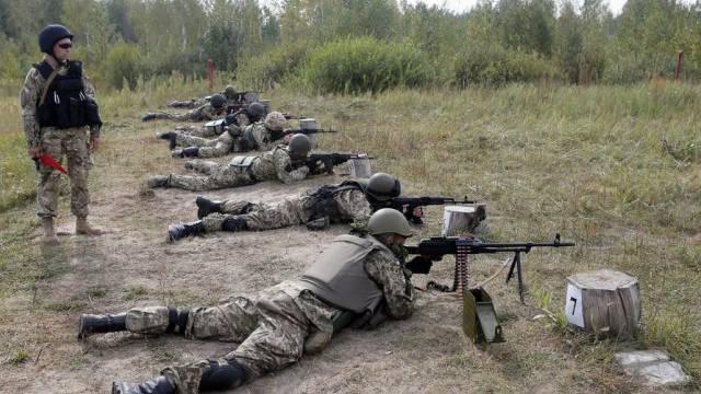 Ukrainische Soldaten beim Schiesstraining