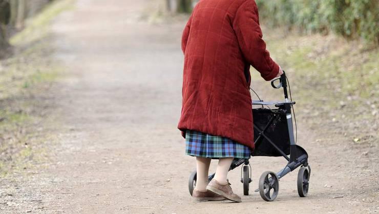 «Es ist doch sicher nicht falsch, wenn man frühzeitig den Blinker stellt», sagte die beschuldigte 88-Jährige. (Symbolbild)