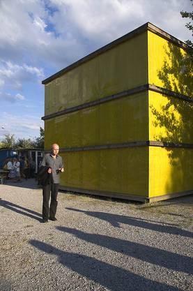 Die Kunstkammer der AZB sticht mit ihrer leuchtenden Farbe hervor.
