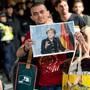 Angela Merkel wurde von den ankommenden Flüchtlingen (hier in München) 2015 als Retterin gefeiert.