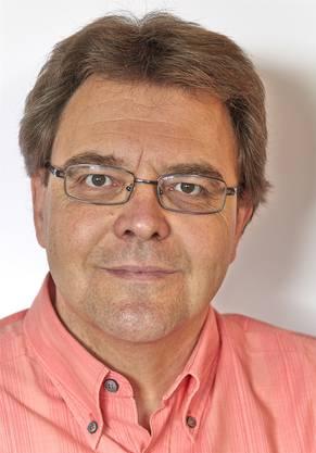 Alexander Salvisbergist Arbeitsmarktsoziologe an der Universität Zürich. Er forscht unter anderem zu aktuellen Entwicklungen auf dem Arbeitsmarkt für Berufseinsteiger, zu Arbeitsmarktchancen unqualifizierter Arbeitskräfte sowie zur Wechselwirkung von Bildungssystem und Arbeitsmarkt.