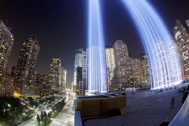 Lichtstrahlen erinnern an die Twin Tower