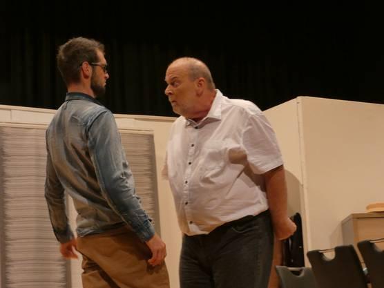 Hans Meier (Didi Gygli) streitet mit Sohn Daniel (Marius Schneider)