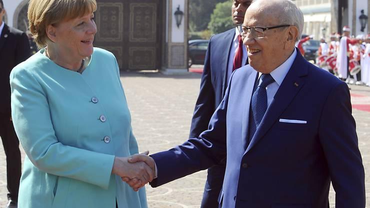 Zufrieden mit dem Abkommen über schnellere Abschiebungen: Die deutsche Kanzlerin Angela Merkel und der tunesische Präsident Beji Caid Essebsi.