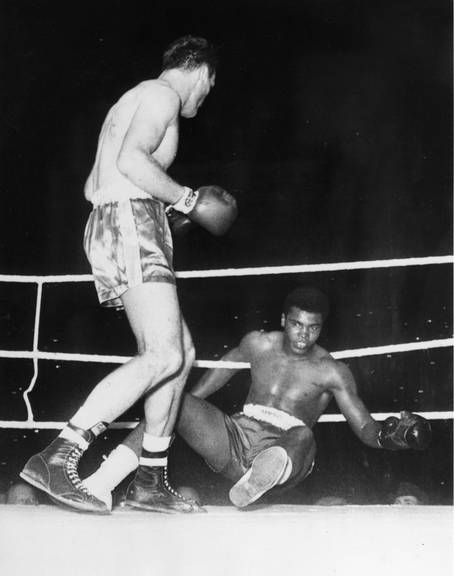 Cassius Clay ging 1963 gegen Henry Cooper fast k.o - aber nur fast. © Getty Images