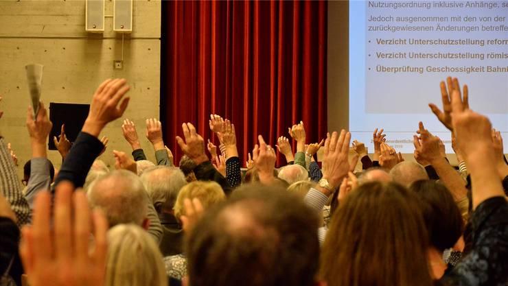 An den Gemeindeversammlungen nehmen zwischen 2 und 20 Prozent der Stimmberechtigten teil.  (Symbolbild)
