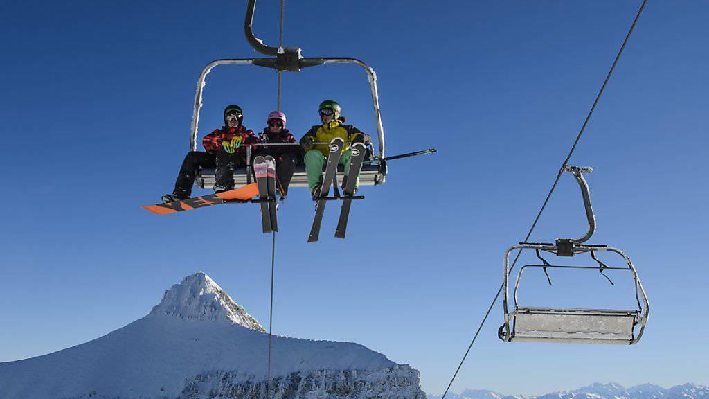Wintersport in der Frühlingssonne: Vor allem Skigebiete in höheren Lagen und mit schneesicherem Gletscher waren an Ostern gefragt. (Archivbild)