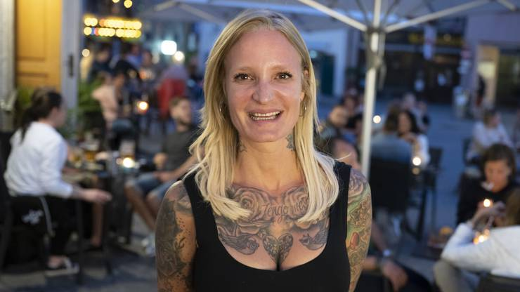 """Nicole Brack von der """"Walter"""" Bar in der Weiten Gasse."""